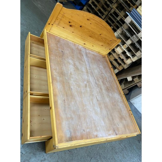 Pine wood Bed (80% NEW)