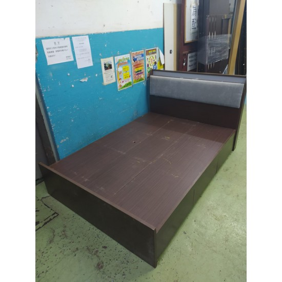 4.5 Feet Double Bed