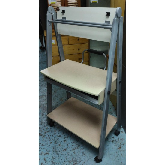 CAN FOLDING PC TABLE