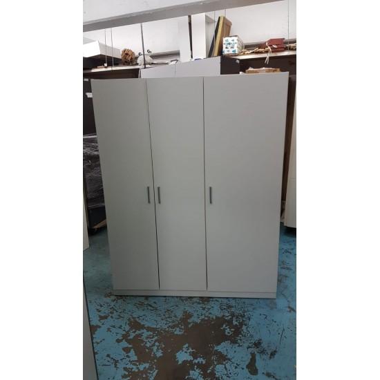 Wardrobe with 3 doors (75% NEW)
